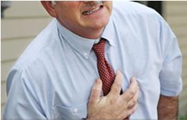 Koroner damarlar önemli ölçüde daraldığında göğüs ağrısı oluşur (angina pectoris=göğüste sıkışma hissi)
